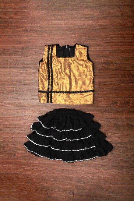 BLACK SKIRT AND GOLDEN TOP